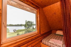 Miegamasis su vaizdu į ežerą
